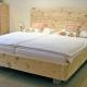 Doppelbett Hocheck mit hohem Kopfhaupt und abgerundeten Ecken; optional: Kommode und angesetzten Nachtkästchen - Original Steiner Zirbenbett