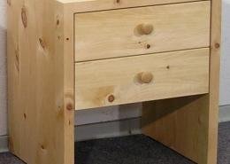 Zirbenholz-Nachtkästchen in Plattenbauweise, zwei Schublade mit Holzknaufen für Original Steiner Zirbenbett