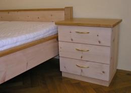 Zirbenholz-Nachtkästchen 04.0 mit Nachttisch-Platte aus Kirschbaum und 3 Schubladen, von Original Steiner Zirbenbett