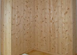 Zirbenholz-Kleiderschrank 09.1, eleganter Eckschrank aus massiver Zirbe, 6 glatte, grifflose Türen öffnen mit leichtem Druck, leicht zugängliches, großes Eckteil, passend zu Original Steiner Zirbenbetten
