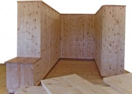 Zirbenholz-Kleiderschrank 09.7, maßgefertigter, sehr großer Schrank in U-Form mit angebautem Schubladenelement, 13 Türen, 9 Schubladen, Deckplatten und Sockel in Eiche, abgeschrägte Korpuskante, gefertigt aus massiver Alpenzirbe, passen zum Original Steiner Zirbenschlafzimmer